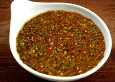 Salsa chimichurri on 1001 Consejos… Mexican Dishes, Mexican Food Recipes, Sauce Recipes, Cooking Recipes, Argentina Food, Argentina Recipes, Bbq Catering, Salsa Recipe, International Recipes