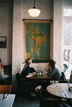 """cozy coffee shop...antique map. """"Sólo el café irlandés provee en un sólo vaso los cuatro grupos esenciales de comida: alcohol, cafeína, azúcar y grasa""""."""