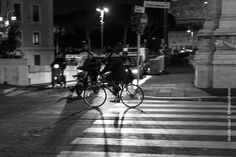 photographic notes: Bike crossing #Fotografia #streetphotography