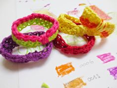 E Strea Chikitu: Yarn leftover accessories. Crochet!