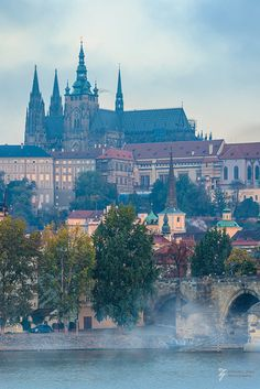 Praha Castle in the morning (by Edward L. Zhao)