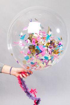 Balão com papel colorido