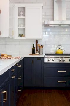 Nice 90 Awesome White Kitchen Cabinet Design Ideas https://decorapatio.com/2018/02/22/90-awesome-white-kitchen-cabinet-design-ideas/