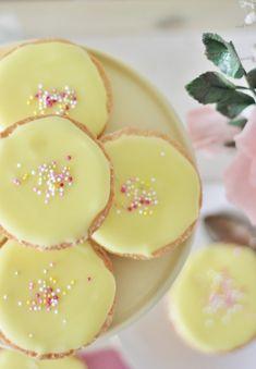KakkuKatri: Sitruuna-Bebet Baking Recipes, Cookie Recipes, Dessert Recipes, Desserts, Swedish Recipes, Sweet Recipes, Holiday Baking, I Love Food, Yummy Cakes