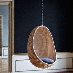 The Hanging Egg Chair from Sika Design is an undeniable classic. The floating chair has earned critical acclaim since its release by Nanna and Jørgen Ditzel in Egg Swing Chair, Hanging Egg Chair, Swinging Chair, Swing Chairs, Lounge Chairs, Chaise Diy, Chaise Ikea, Pink Desk Chair, Diy Chair