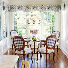 French Country decorating ideas that are gorgeous! If you need help figuring out how to decorate your home in the French Country style, this page is for you! Country Dining Rooms, French Country Kitchens, French Country Living Room, French Country Style, Kitchen Country, Country Blue, French Cottage, American Country, Style At Home