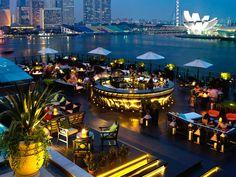 Singapore: Fullerton Bay This glass box of a hotel overlooks Marina Bay; its rooftop bar, Lantern, is ideal for an evening drink Hotel Rooftop Bar, Restaurant Hotel, Best Rooftop Bars, Rooftop Lounge, Rooftop Terrace, Marmaris, Restaurant En Plein Air, Bar Deco, Outdoor Restaurant Design