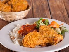 VLEIS - HOENDER South African Recipes, Ethnic Recipes, Chicken Fillet Recipes, Tasty Dishes, Fried Chicken, Dessert Recipes, Desserts, Curry, Baking
