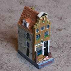 Collectible Miniature House: Netherlands. Antique Store. Nieuwe Spiegelstraat 64. Year 1890 (10 cm High, Middle House)