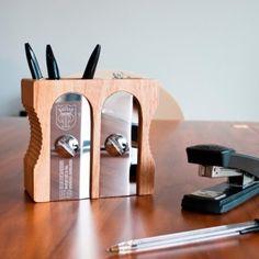 Ahora el sacapuntas doble!! Más capacidad para tu mesa de oficina!    http://www.regatron.es/regalos-originales/para-la-oficina/portalapices-de-mesa-sacapuntas-doble.html
