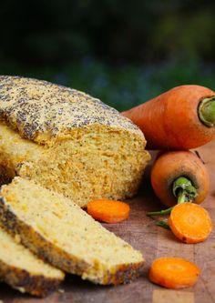 Otro de mis favoritos.. queda bien denso, con la dulzura de la zanahoria y la textura de la amapola. Perfecto para comérselo al desayuno con queso crema. Si lo cortan cuando esté caliente, se les v… Pan Gourmet, Pesto Bread, Pernil, Deli Food, Pan Dulce, Pan Bread, Bread And Pastries, Dinner Rolls, Sin Gluten
