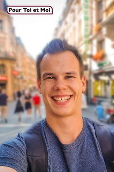 Si vous croisez Joël en Suisse Romande, n'hésitez pas à faire un selfie avec lui. Il est quelque part pour mettre la Suisse Romande aux couleurs d'automne. #travail #selfie #villes #grandetaille #pourtoietmoi