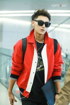 How is he not a model yet? This was just taken at the airport by a fan who most likely had to just take a quick shot but like look at how flawless he looks???? Like where is his modeling contract with gucci??? #tao