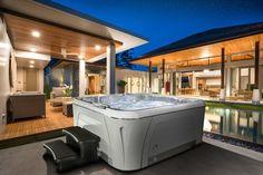 Wunderschöne Installation unseres Serenity Whirlpools 6800 mit der neuen Verkleidung Designer Harbor Grey. Serenity, Designer, Outdoor Decor, Home Decor, Light Therapy, Panelling, Nice Asses, Decoration Home, Room Decor