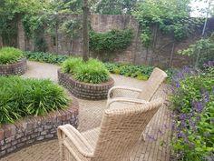Betegelde doch groene tuin Outdoor Furniture Sets, Outdoor Decor, Patio, Garden, Home Decor, Garten, Decoration Home, Room Decor, Lawn And Garden