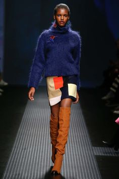 See all the Collection photos from MSGM Autumn/Winter 2015 Ready-To-Wear now on British Vogue Fashion Week 2018, Milan Fashion Weeks, Runway Fashion, Fashion Show, Fashion Trends, Women's Fashion, Vogue, 2015 Trends, Msgm