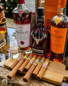 Some porn to get your weekend started 😉🥃🍃💨 Cigars And Whiskey, Good Cigars, Pipes And Cigars, Cuban Cigars, Cigar Club, Cigar Bar, Drinks Alcohol Recipes, Alcoholic Drinks, Cigar Cases
