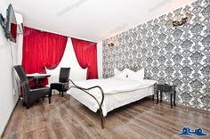 Aveti nevoie de CAZARE in GALATI, la un pret decent ?   Va propunem un apartament cu o camera, situat in Tiglina 1 cu acces direct din principala artera a orasului, Bulevardul Brailei.   Apartamentul GINA 1 va asteapta proaspat renovat, echipat si mobilat cu gust pentru a va bucura de o cazare cat mai placuta. Cu o suprafata de 25 mp, este renovat cu gust si dotat cu aer conditionat, televizor, frigider, boiler.