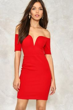 The One Way or Another Dress features a plunging sweetheart neckline, zip closure at back, and off-the-shoulder, mini, bodycon silhouette. Lined.