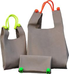 Learn more about how Sewing Leather Bags from from the beginning until end of the process - Discover tips and tricks to make a quality leather bag. Art Bag, Sewing Leather, Best Handbags, Denim Bag, Handmade Bags, Backpack Bags, Bag Making, Fashion Bags, Bag Accessories