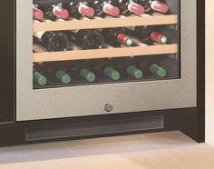 Adega de embutir WU 3400 em inox alemão, com 2 zonas de temperatura para 34 garrafas, 81,6 cm X 59,7 cm X 58,0 cm (A x L x P). - Fechadura embutida: garante total segurança no acesso aos vinhos e controles da adega. #LIEBHERR #ADEGA #VINHOS