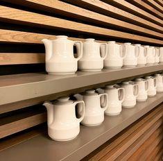 Bei einem Kaffee den Tag gemütlich beginnen Bad, Mugs, Interior Design, Tableware, Kitchen, Home, Kaffee, Nest Design, Dinnerware