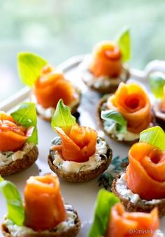 10 delicious fillings for tartlets / Amazing Cooking Wedding Appetizers, Finger Food Appetizers, Appetizer Recipes, Shower Appetizers, Snack Recipes, Dill Recipes, Smoked Salmon Recipes, Wedding Finger Foods, Masterchef
