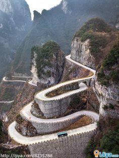 Tianmen Mountains (Heaven Gate Mountain)   @ http://ijiya.com/8235788