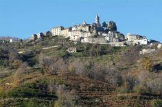 Village de Casinca - Loreto-di-Casinca Loretu remonte au Moyen-Age. D'abord implanté à proximitè de l'église SANTA CROCE puis savamment construit autour de son église baroque SANT'ANDRIA du XVIII ème siècle, classée momument historique.