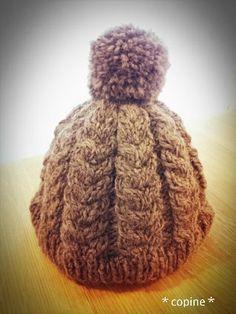 ウールの毛糸で交差模様のニット帽を作りました。