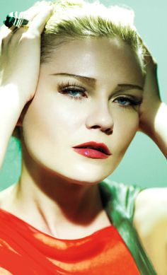 With her pencil thin eyebrows and vacant expression, Kirsten Dunst looks like a modern day Greta Garbo. The actress posed for famed photographer Mario Testino in this highly stylised photoshoot, evoking old-fashioned Hollywood glamour. Kirsten Dunst, Image Film, Mario Testino, V Magazine, Female Actresses, Female Celebrities, Old Hollywood Glamour, Famous Women, Famous Faces