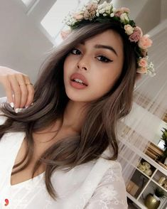 Girl Photo Poses, Girl Photography Poses, Lily Maymac, Girl's Day Hyeri, Insta Photo Ideas, Cute Beauty, Profile Picture For Girls, Ombre Hair Color, Instagram Girls