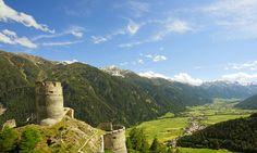 Herrliche Sommertage im Obervinschgau mit tiefblauem Himmel.