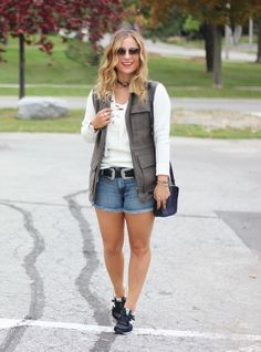How to transition into fall with denim shorts, a lace-up sweater and a cargo vest. Fall Fashion, Street Style, Banana Republic, Style Blogger