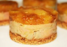 entree Mini Foie Gras Tatins - The Chef's Kitchen Wedding Location: Selecting The Perfect Venue Tapas, Gula, Christmas Cooking, Fall Desserts, Christmas Desserts, Noel Christmas, Cream Recipes, Quiches, Brunch Recipes