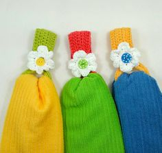 Daisy Towel Holder By Claudia Lowman - Free Crochet Pattern - (delights-gems.blogspot)