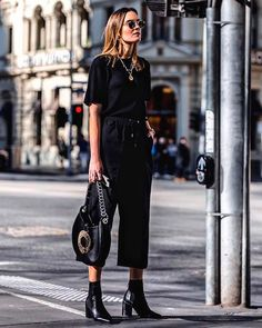 6 Looks black every day - Mode und Outfit - Animals Wild Urban Street Style, Looks Street Style, Street Styles, Melbourne Street Style, Melbourne Fashion, Urban Style, Black Women Fashion, Look Fashion, Autumn Fashion