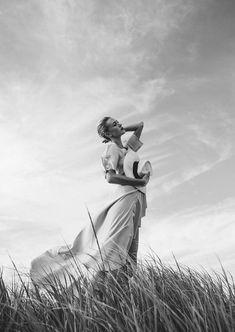 Jun 2019 - Amanda Rosborg at the Beach Model: Amanda Rosborg Photographer: Heather Hazzan Stylist: Calvy Click Makeup Artist: Laura Buck Fashion Photography Poses, Beach Photography, Portrait Photography, Family Photography, Art Photography Women, Children Photography, Beach Editorial, Nature Editorial, White Editorial