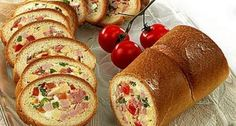 Батон фаршированный мясом и сыром - Ингредиенты: 150 г сливочного масла 100 г копченой колбасы 100 г копченого мяса 100 г твердого сыра 3 яйца 2 сладких перца 2 помидора 1 батон 1 ст.л. горчицы 1 ч.л. тертого корня хрена соль
