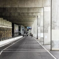 #berlin #berlinprenzlauerberg #prenzlauerberg #prenzlauerbergberlin #velodrom #dominiqueperrault #perrault #dominique_perrault #schwimmsporthalle #sse #sseberlin #swimmingpool #pool #beton #concrete #brutal_architecture #brutalism #brutalismus by hckbln