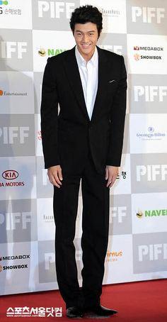 Lee Ki Woo -- squee!  Dios si que es altoooooo