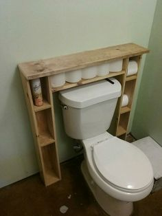 Bathroom Storage Hacks and Solutions - Made Erani - Badezimmer Ideen - Bathroom Decor Pallet Bathroom, Diy Bathroom, Bathroom Ideas, Bathroom Mirrors, Bathroom Renovations, Wooden Bathroom, Design Bathroom, Bathroom Faucets, Bathroom Hacks