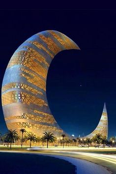The Crescent Moon tower is set up at Za'abeel Park in Dubai. Amazing Architecture, Landscape Architecture, Architecture Design, Wonderful Places, Beautiful Places, Places To Travel, Places To Visit, Dubai Travel, Beautiful World