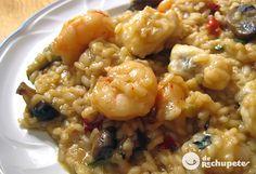 El arroz caldoso de pescado o arroz a mariñeira era un comida típica de los pescadores de las rias gallegas, que preparaban en el mismo barco con el pescado que encontraban o que no iban a vender en la lonja.