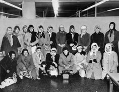 5.) LAPD officers dress as women to try and catch a purse snatcher in 1960.