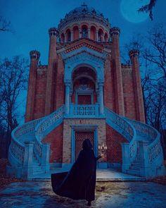 #velvet #cape #grimmtales Grimm Tales, Agatha Christie, Tower Bridge, Life Is Beautiful, Mansions, Ravenclaw, House Styles, Castles, Cape