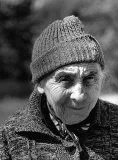 portrait femme âgées | Unn' vieill' gins rencontrée au coin d'une rue, en plein été à ...