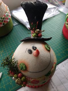 For teacup along with gingerbread design. Diy Christmas Ornaments, Christmas Snowman, Christmas Bulbs, Christmas Decorations, Snowman Crafts, Christmas Projects, Holiday Crafts, Christmas Makes, Christmas Holidays