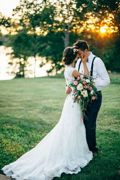 Beautiful sunset wedding photo! I love this sweet pose. Wedding photography | sunset wedding photo | bride and groom | wedding bouquet | summer wedding