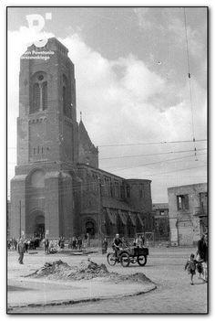 Warszawa - Kościół parafii św. Jakuba Apostoła pokryty płaskim, powojennym dachem, ul. Grójecka 38 (1947)   brak śladów p